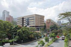 Edificio de idiomas universidad EAFIT construcción centro de idiomas sede Medellín. Medellín, Antioquia, Colombia. Cliente: Universidad Eafit