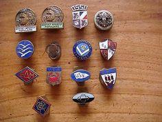 Lot de 14 boutonnières années 40/50, insignes, militaria, sport, ...