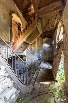 abandoned mansion, but unknown if it's haunted abandoned mansio… abandoned mansion, but unknown if it's haunted abandoned mansion, but unknown if it's haunted Related Eerie Abandoned Buildings Across Dramatic Gothic. Old Abandoned Houses, Abandoned Castles, Abandoned Places, Old Houses, Abandoned Ohio, Haunted Houses, Haunted Mansion, Old Mansions, Abandoned Mansions