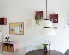 Dining area with rosy details and a pinboard Dining Area, Kitchen, Home Decor, Decorations, Cooking, Decoration Home, Room Decor, Interior Design, Kitchens