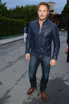 Chris Pratt wearing Navy Leather Bomber Jacket, Grey Crew-neck T-shirt, Navy Jeans, Brown Leather Derby Shoes White Outfit For Men, White Jeans Outfit, Navy Jeans, Navy Bomber Jacket, Gray Jacket, Navy Blue Leather Jacket, Bomber Jackets, Brown Leather, Men Looks