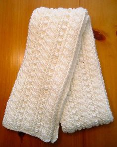 Warm comfy crochet scarf - a weekend project