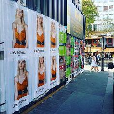 Collage d'affiches pour @lespetitesparis #lespetites