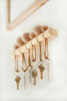 d866ba9eb39d réaliser un porte clé mural original en bois au design épuré, un porte clé  réalisé