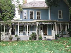 This is pretty much my dream house.  It doesn't actually exist.  Its the house in Stars Hollow from Gilmore Girls.