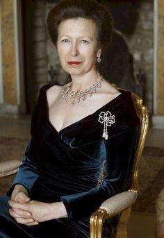 Broche pampilles en diamants portée par la princesse royale.