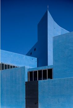 The Blue Theatre, also known as Teatro Azul is located in the town of Almada, Portugal. The building entirely coated in blue was designed by architects Manuel Graça Dias, Egas José Vieira and Gonçalo Afonso Dias to fit into the slope of the land. Portugal, Le Grand Bleu, Blue Building, Arch Building, Expositions, Blue Aesthetic, Brutalist, Color Azul, Art And Architecture