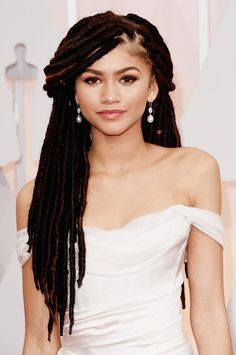 Pin for Later: See Every Award-Winning Oscars Beauty Look From 2015 Zendaya Zendaya sported ultralong dreadlocks and a gorgeous, two-toned gold and pink smoky eye.