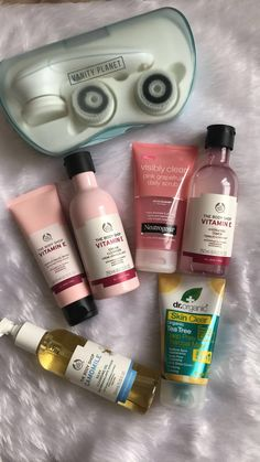 Tips And Tricks For Healthy Youthful Skin Meine Hautpflegeroutine The post Tipps und Tricks für eine gesunde, jugendliche Haut & Skincare Routine Steps appeared first on Skincare . The Body Shop, Haut Routine, Good Skin Tips, Skin Care Routine Steps, Nightly Skin Care Routine, Clear Skin Routine, Face Skin Care, Beauty Care, Beauty Tips