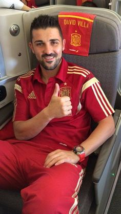 David Villa heading to US, saying hi to all New Yorkers and hoping fans to support him in World Cup. Spain National Football Team, Spain Football, David Villa, Sports Website, Soccer Pictures, Bad Girls Club, Red Swimsuit, European Football, Soccer Players