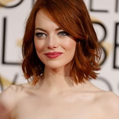 Beautiful Emma Stone With Golden Hair × Cabelo Emma Stone, Emma Stone Red Hair, Emma Stone Haircut, Hair Cute, Red Carpet Hair, French Twist Hair, Trendy Haircuts, Short Haircuts, 2015 Hairstyles