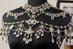 Luxury Beautiful Crystal Rhinestone Body Jewelry Shine/Sparkle is Amazing… Unique Dresses, Elegant Dresses, Wedding Dress Bustle, Shoulder Necklace, Queen Outfit, Queen Costume, Fantasy Dress, Fantasy Jewelry, Crystal Rhinestone