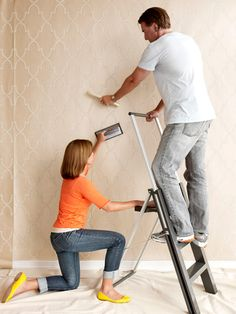 Wallpaper Hd - The Hassle-Free Way to Hang Wallpaper - My Popular Photo How To Apply Wallpaper, Diy Wallpaper, Painting Wallpaper, Bathroom Wallpaper, Wallpaper Installation, Wallpapering Tips, Foam Paint, Paper Houses, Home Hacks