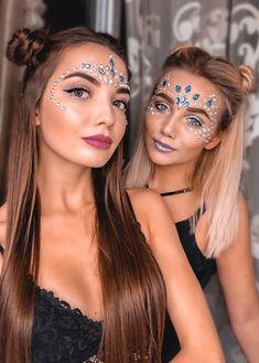 Glitter carnaval, make carnaval, rave hair, tinkerbell makeup, festival loo Music Festival Makeup, Festival Makeup Glitter, Music Festival Outfits, Glitter Makeup, Festival Fashion, Glitter Hair, Festival Glitter Ideas, Festival Make Up Ideas, Festival Looks