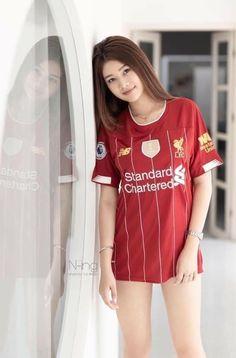 Football Girls, Football Outfits, Football Fans, Pretty Asian Girl, Sexy Asian Girls, Liverpool Girls, Liverpool Fc, Cool Girl, Cute Girls