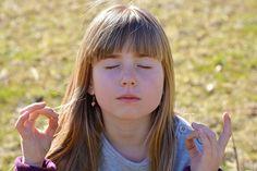 Ces techniques amènent les élèves à « ralentir » l'activité de leur corps et de leur cerveau, en les rendant plus conscients de leurs pensées, des sensations et des émotions qu'ils ressentent et de leur environnement immédiat.