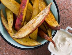 Salted sweet potato wedges with creamy dip - Spur Sauces Cream Cheese Dips, Sweet Potato Wedges, Healthy Options, Sauce Recipes, Tray Bakes, Spicy, Roast, Potatoes, Vegetarian