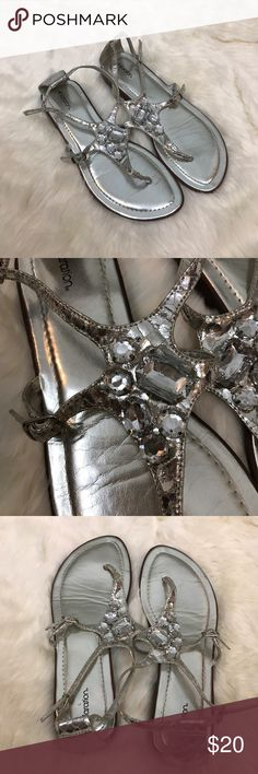 Xhiliration Silver Metallic Jewel Sandals 8 Xhiliration Silver Metallic Jewel Sandals. Size 8. Buckle strap. Beautiful jewel details! Previously owned but no flaws Xhilaration Shoes Sandals