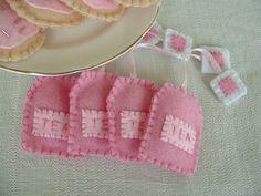 Felt food - Tea bags by lisajhoney, via Flickr