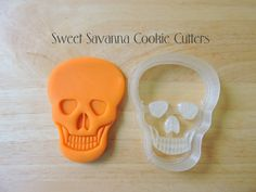 Skull Cookie Cutter with Emboss Plate - 2pc set    You can use this cutter with or without the emboss plate.    Size approx    3 inches high