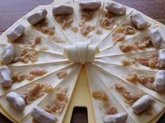 CROISSANT APERO BOUDIN BLANC A LA POMME (thermomix) Easy Cake Recipes, Tea Recipes, Crockpot Recipes, Russian Pastries, Chocolate Tea Cake, Cinnamon Tea Cake, Mini Croissants, Homemade Sandwich, Russian Tea Cake