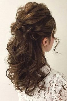 Wedding Hairstyles Half Up Half Down Soft Wedding Hair Half Up And Waves - Pinned onto Wedding HairstylesBoard in Hairstyles Category Down Curly Hairstyles, Up Hairdos, Wedding Hairstyles Half Up Half Down, Prom Hairstyles, Gorgeous Hairstyles, Curly Hair Half Up Half Down, Trendy Hairstyles, Half Updo, Asian Hair Half Up