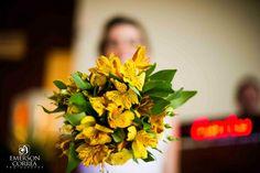 Buquê Lilac Decoração e Eventos com flores amarelas. Foto Emerson Correa