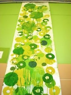 Nine foot collaborative art: Ani Hoover inspired art work Group Art Projects, Collaborative Art Projects, Creative Activities, Art Activities, Ciel Art, Classe D'art, Middle School Art, Spring Art, Preschool Art