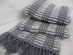Ура , я это сделала !!)) Не люблю вязать шарфы - нудновато . Попросили связать двухцветный и длинный и вот что у меня получилось . Нитки Alize baby wool (40% шерсть 40% акрил 20% бамбук) 50г-175метров Ширина шарфика 23 см ...