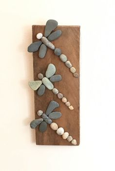 Three Rock Dragonflies on Driftwood- More art diy art easy art ideas art painted art projects Kids Crafts, Beach Crafts, Diy And Crafts, Craft Projects, Arts And Crafts, Beach Themed Crafts, Crafts To Make And Sell, Art Crafts, Summer Crafts