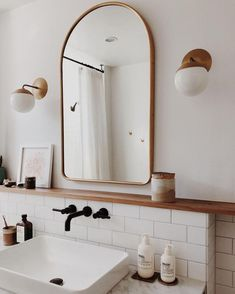 65 Smart Small Bathroom Storage Organization and Tips Ideas – Insidexterior – Home Diy Organizations Bathroom Renos, White Bathroom, Bathroom Storage, Master Bathroom, Minimal Bathroom, Modern Bathroom, Washroom, Mirror Bathroom, Bathroom Lighting