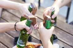 Opening a bottle sends an alert to your buds so that you can all toast together.