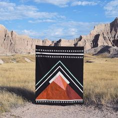 In the Badlands Quilt by Arianna Caggiano of Modern Quilting Designs, Modern Quilt Patterns, Quilt Modern, Owl Patterns, Machine A Coudre Elna, Quilting Projects, Sewing Projects, Diy Pochette, Geometric Quilt