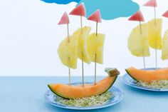 Fruity first fleet It's time to play with your food! Try this fruity snack sailboat for an easy after school treat.Fruity snack sailboat after school treat. Also a great idea for nautical or beach themed baby showers or parties.These fun fruit boats Cute Snacks, Snacks Für Party, Cute Food, Kid Snacks, Funny Food, Childrens Meals, Food Carving, Food Decoration, Best Fruits