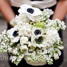 Lovely! See the elegance, the impact... and this is just the bouquet. - Bello! Guarda l'eleganza, l'impatto... e questo è solo il bouquet.