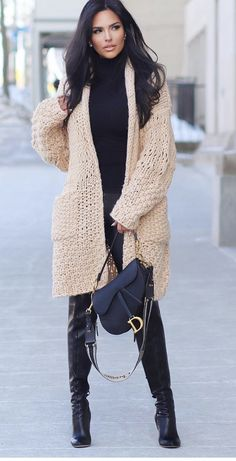 Cardigans are easy to dress up or down an outfit and are the perfect layering pi. Diva Fashion, Fashion Boutique, Korean Fashion, Fashion Brands, Womens Fashion, Fashion Tips, Fashion Design, Classy Fashion, 80s Fashion