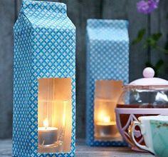 Osłona na świeczkę z kartonu przyozdobionego materiałem.