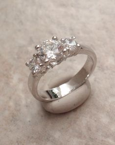 Cubic Zirconia Ring White Gold Electroplate Size 6 Vintage V0794