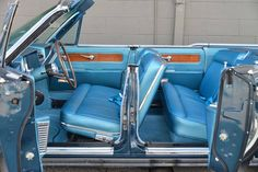 1961 Lincoln Continental Four Door Convertible with Suicide Rear Doors. Classic Cars Usa, Lincoln Motor, Car Interior Design, Ford Lincoln Mercury, Old School Cars, Car Colors, Lincoln Continental, Old Cars, Custom Cars