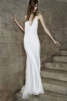 Vera Wang Bridal Spring Collection 2015 Ivory V-neck bias cut silk chiffon  halter gown. a647577e92a0