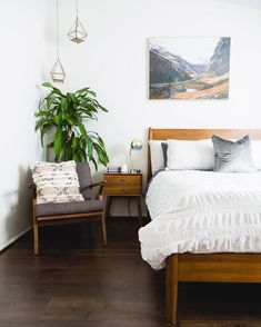 A mid-century modern meets boho bedroom with warm-colored wooden furniture, an artwork, pendant lamps and a potted plant. century boho bedroom Mid-Century Modern Bedroom With Warm-Colored Wooden Furniture Home Decor Bedroom, Bedroom Furniture, Master Bedroom, Bedroom Ideas, Bedroom Lamps, Furniture Plans, Wooden Furniture, Kids Furniture, System Furniture
