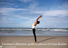 Anche fare yoga in spiaggia rientra tra i piaceri e servizi di Casa Bonita #CasaBonitaMenorca #casa #villa #airbnb #guesthouse