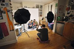 Home photo studios: how to shoot pro-quality portraits with a basic studio kit - Photography, Landscape photography, Photography tips Photography Lighting Techniques, Photography Studio Setup, Creative Portrait Photography, Photography Lessons, Photography Backdrops, Light Photography, Family Photography, Photography Studios, Photography Bags