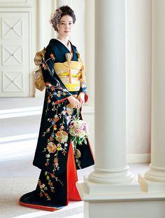 百花繚乱 花嫁のきもの全集 | ウエディング | 25ans(ヴァンサンカン)オンライン Kimono Japan, Japanese Kimono, Japanese Geisha, Traditional Kimono, Traditional Outfits, Japanese Outfits, Japanese Fashion, Cute Kimonos, Japan Woman