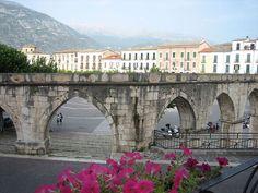 Abruzzolink » Sulmona: art, wine and food.