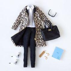 And nothing like your favorite jacket to increase the jeans and white blouse. | 15 dicas de estilo do Instagram da Barbie que você pode levar para a vida