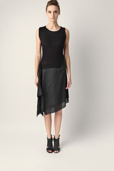 One shoulder dress Malloni made of knitted cotton. Asymmetrical neckline and flowing viscose skirt.