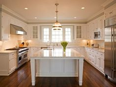 Love this classic kitchen by Nantucket Homebuilders and George Braverman