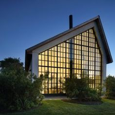Giant+window+fills+gable+end+of+Hamptons+guest+house+by+TA+Dumbleton