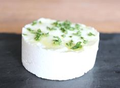 Create delicious cheese plates, creamy cheese dips and excellent bite-sized cheese-based finger food for parties and events. Goat Milk Recipes, No Dairy Recipes, Cheese Recipes, Healthy Recipes, Healthy Foods, Cheese Appetizers, Appetizer Recipes, Homemade Goats Cheese, Ctrl C Ctrl V